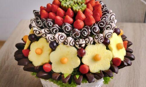 Květiny jsou passé, darujte raději ovocnou nebo slanou kytici